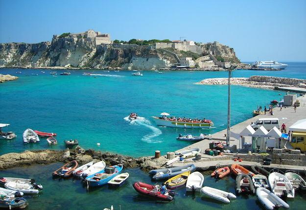 Elicottero Foggia Tremiti : Raggiungere le isole tremiti traghetti motoscafi porto
